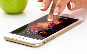 Why Your E-Commerce Business Needs a Smartphone Application